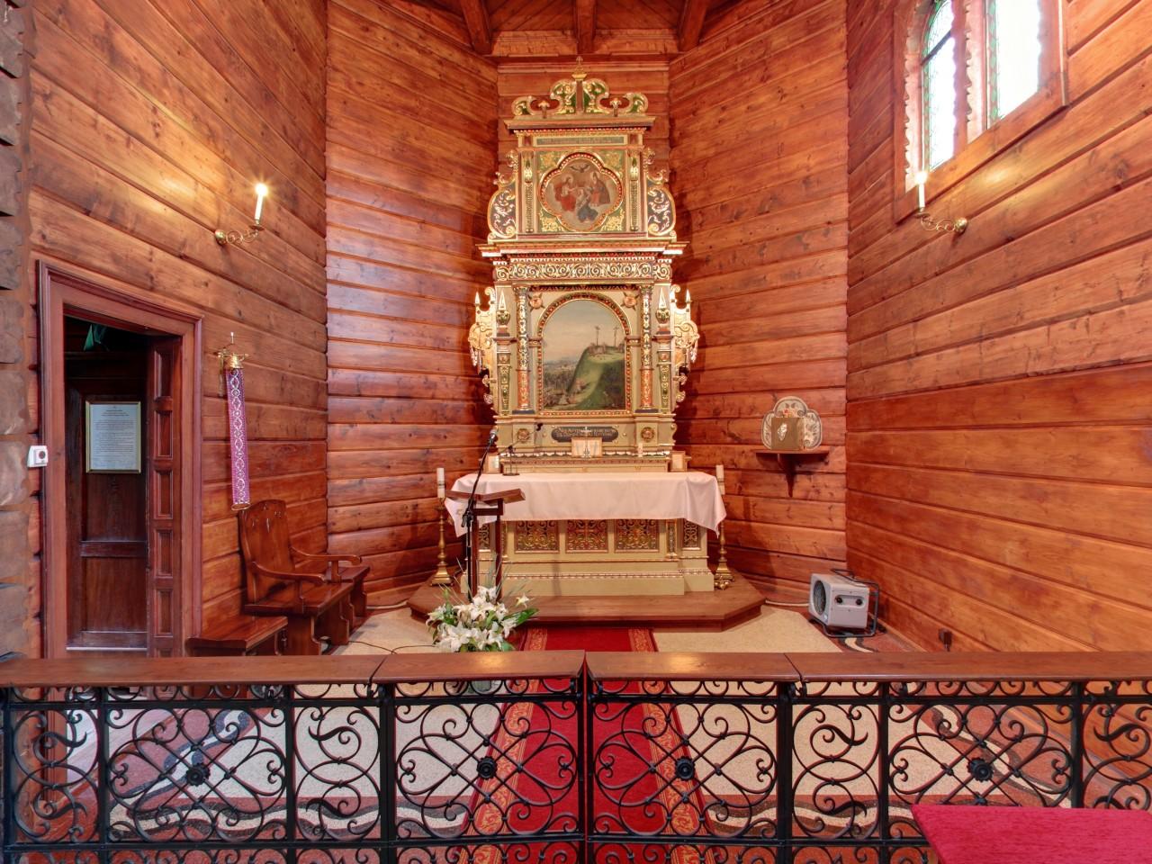 Drewniana Kaplica Przy Zameczku Prezydenta Rp Na Zadnim Gron